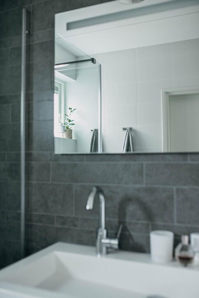 spiegel met verlichting badkamer