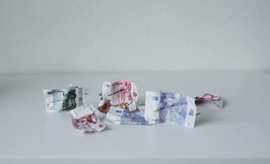 geld besparen in het huishouden vaste lasten energie verzekering boodschappen