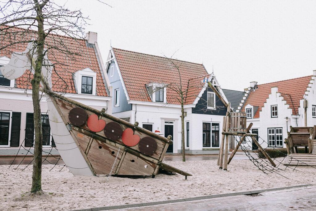 bungalows esonstad vakantiepark Friesland Anjum speeltuin
