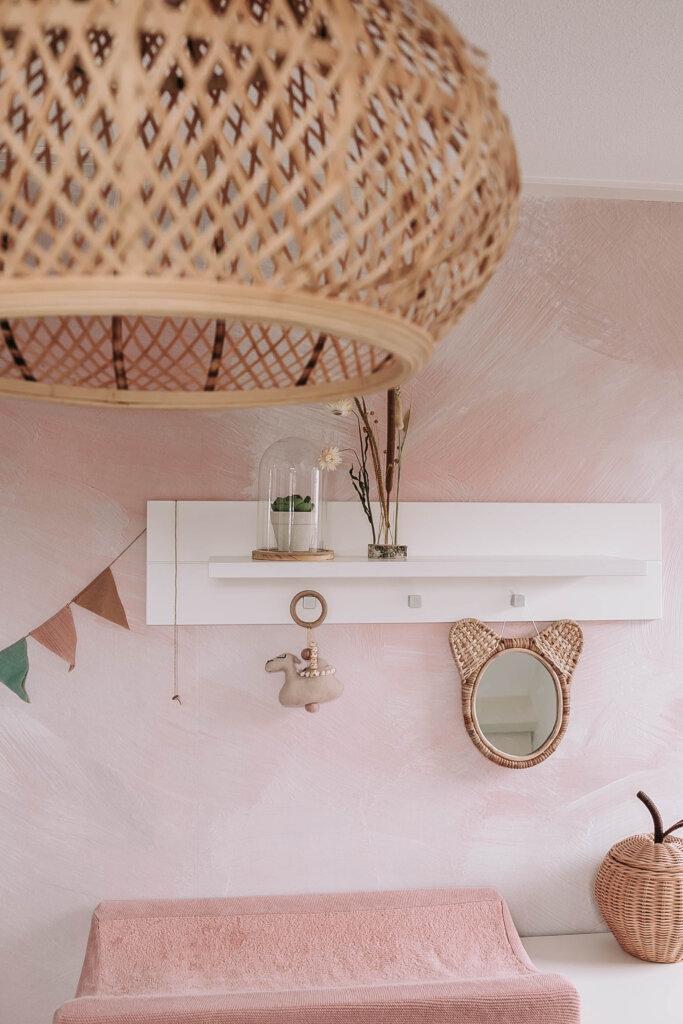 bohemian meisjeskamer zacht roze tinten hout rotan bamboe